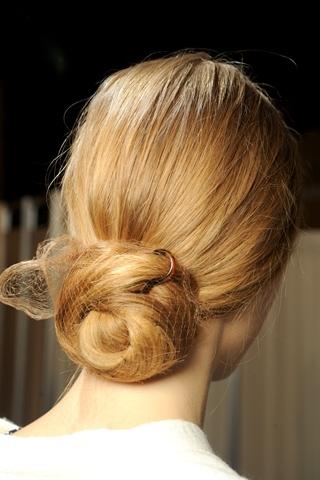 Idéias de penteados de pão baixo exclusivo para meninas Modish