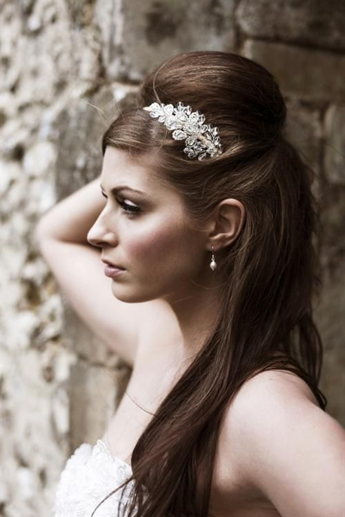 Ter Look Lindo Fazendo Metade De Penteado Com Longos Cabelos No Casamento