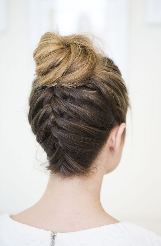 Tente estes melhores e mais populares penteados Bun para festa