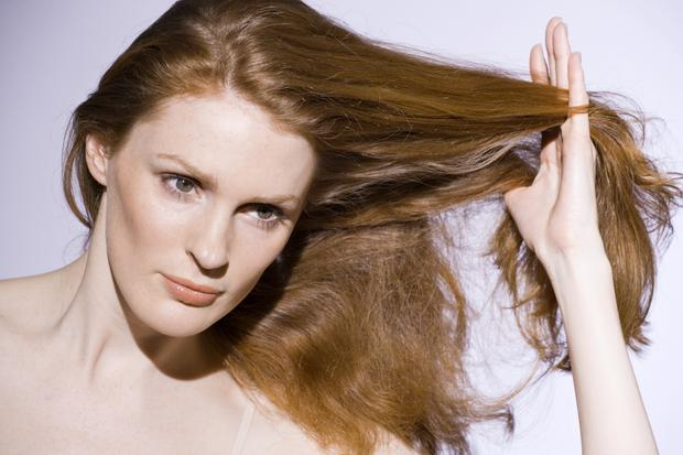 Como adicionar umidade em cabelos secos com dicas fáceis e eficazes?