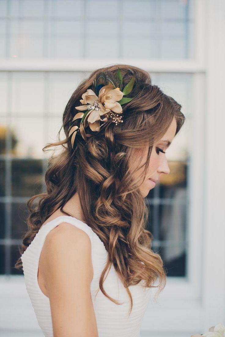 Penteados de casamento da dama de honra para cabelos longos