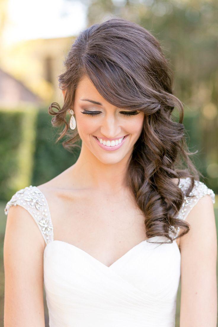 Buscando penteados de comprimento médio e cortes para mulheres elegantes