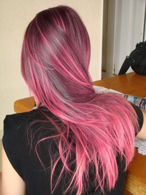 Penteado longo para meninas com destaques de tintura