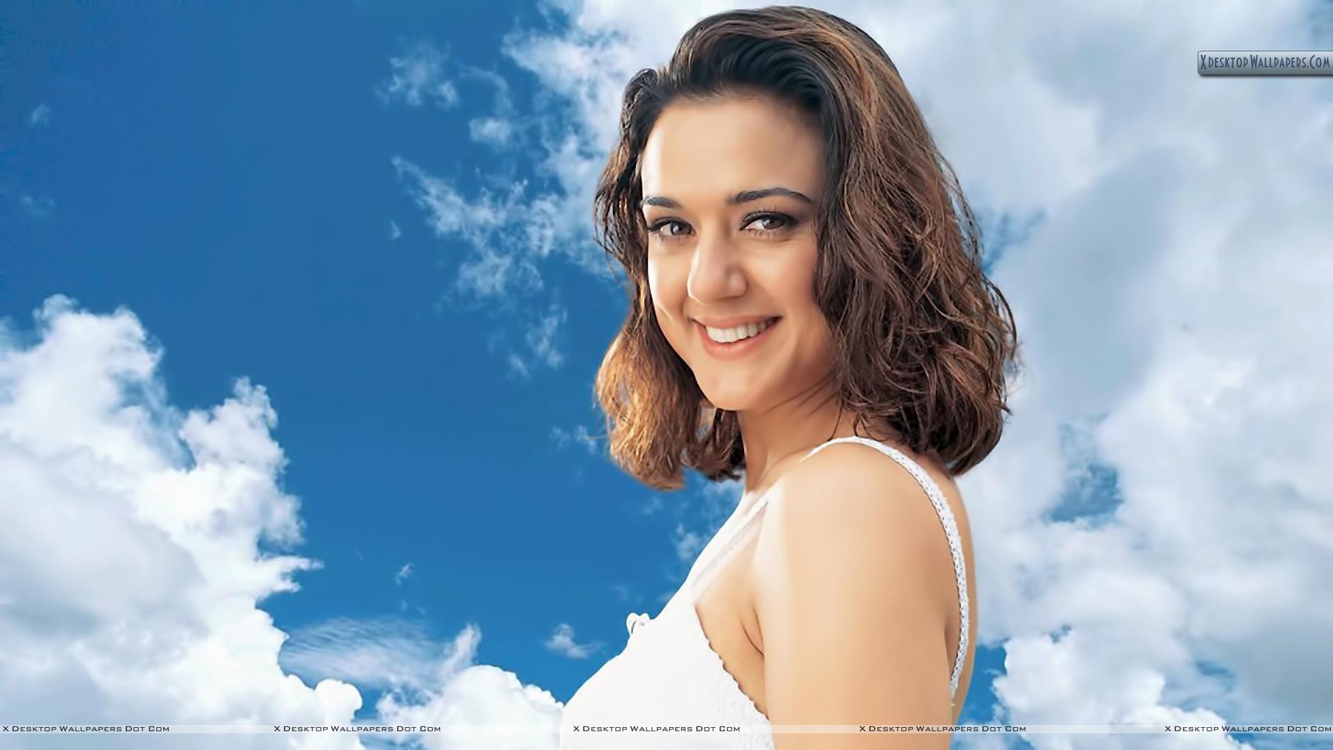 Olhares de cabelo inspirados curtos de celebridades de Bollywood