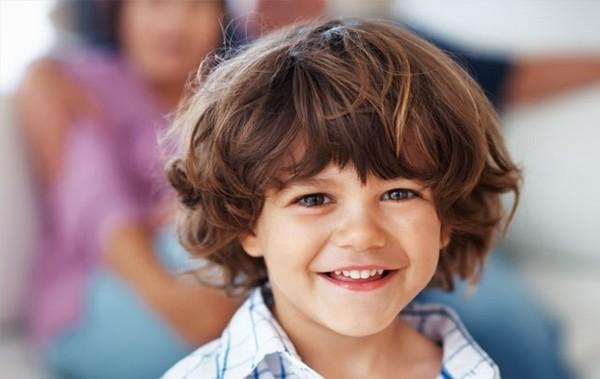 Penteados sofisticados e amáveis para meninos pequenos 2018
