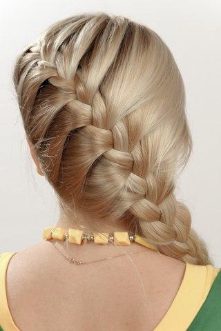 Top 12 idéias de penteado trançado maravilhosamente feito para festas de formatura