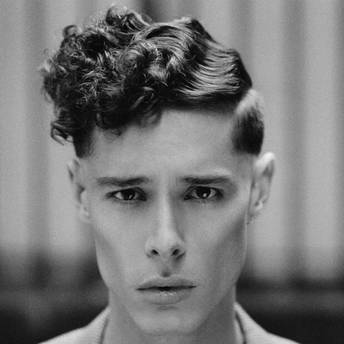 50 penteados encaracolados naturais para homens