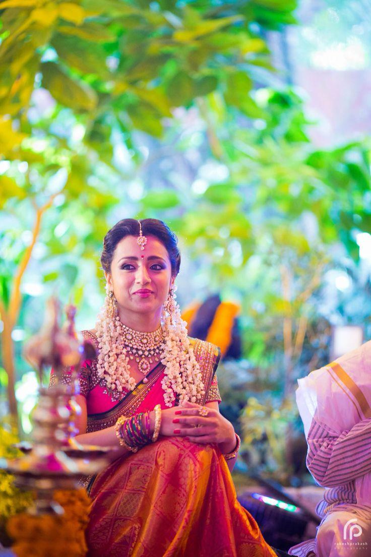 Penteados de casamento do Sul da Índia com roupas Saree
