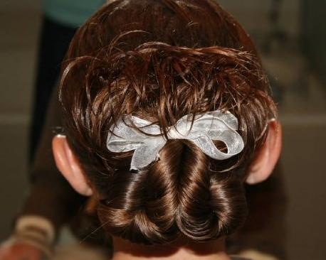 Idéias de penteado bagunçado incrível com uma torção para as meninas