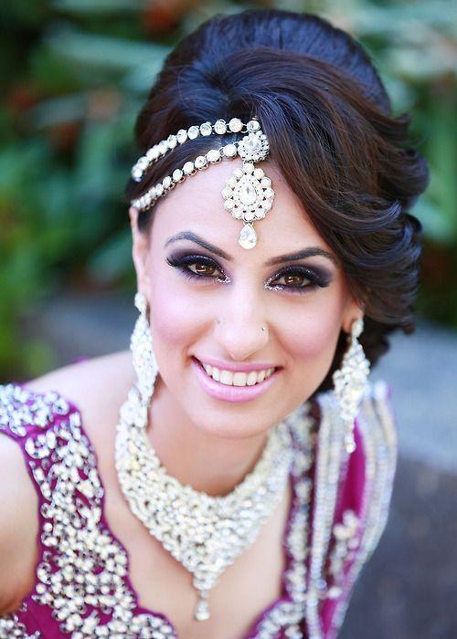 Penteados indianos charmosos para Bridals que comumente usados