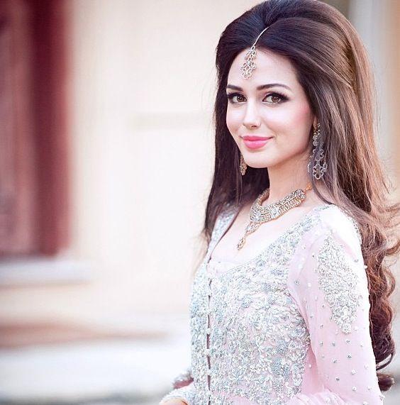 Idéias elegantes para penteado de noiva