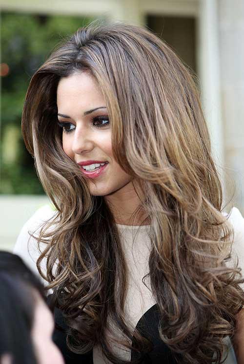 Idéias de Hairstyling em camadas na moda de comprimento longo com belos tons
