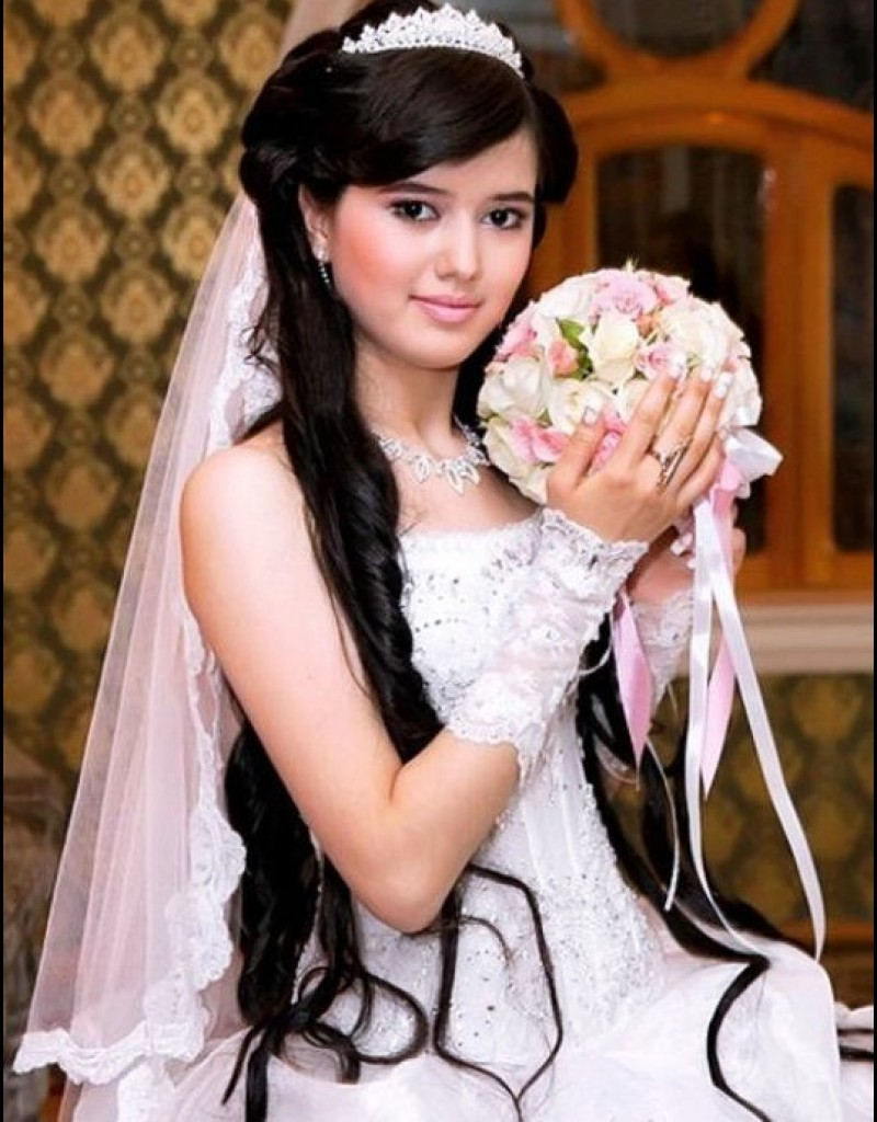 Penteados com véu para noivas com cabelos longos