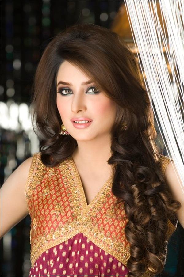 Mais recente coleção de deslumbrantes penteados Eid para meninas