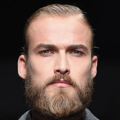 50 penteados lisos charmosos para homens