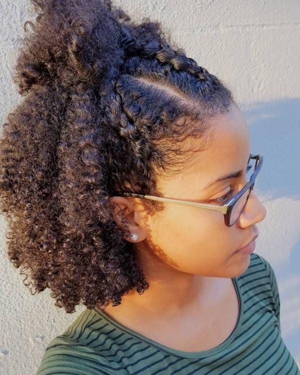 55 belos penteados curtos e naturais que você vai amar