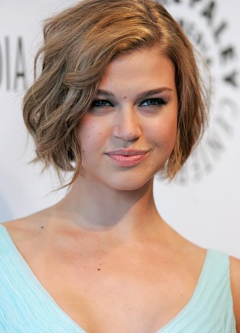 Penteados bonitos curtos de celebridades