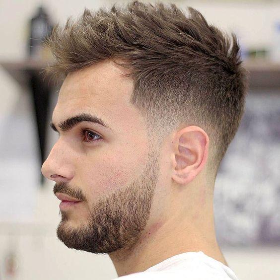 Penteados e cortes de cabelo masculinos populares e estilosos
