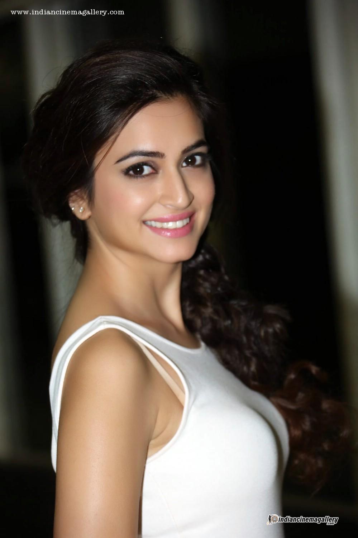 Lindas Divas De Bollywood Definem A Tendência De Cabelo Curto