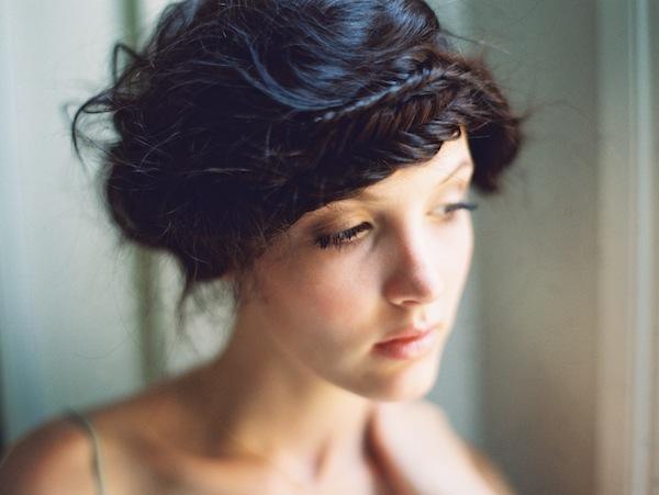 Tranças de coroa estão na moda neste verão para meninas de cabelo preto