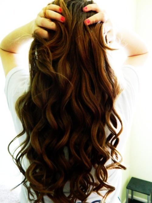 Top 6 maneiras naturais para criar cachos no cabelo e acordar com cachos perfeitos