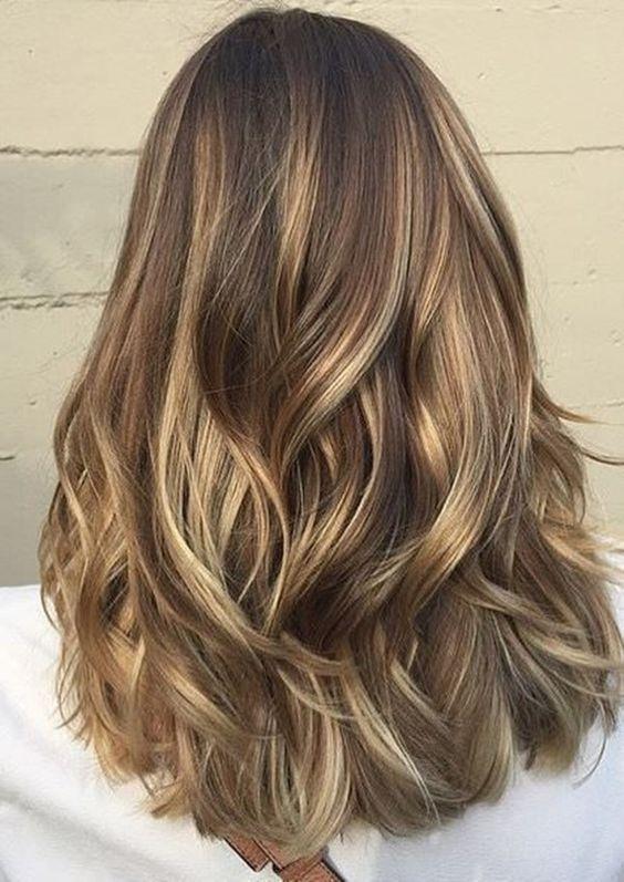 50 idéias na moda para cabelos castanhos com destaques loiros