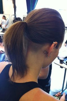 Chic e Cool Undercut Nape Shaved Hairstyles para raparigas