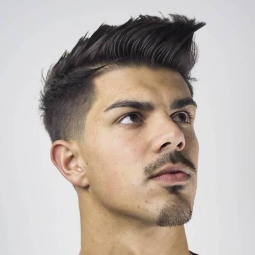Penteados espetados elegantes para homens modernos