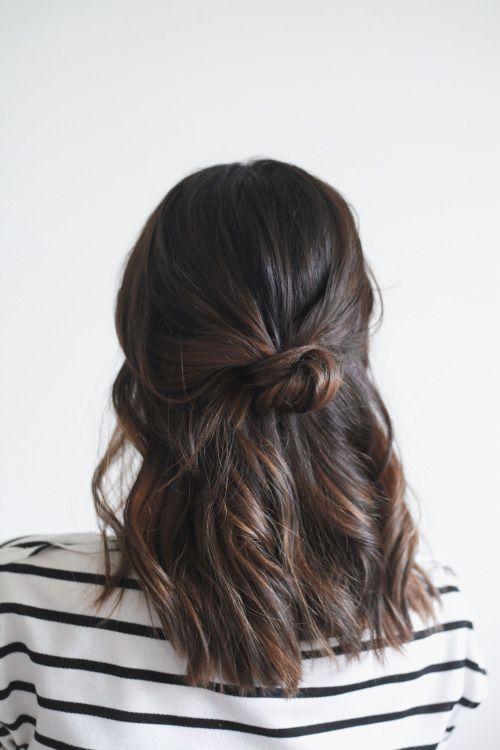 Idéias na moda diferentes de penteados de comprimento de ombro