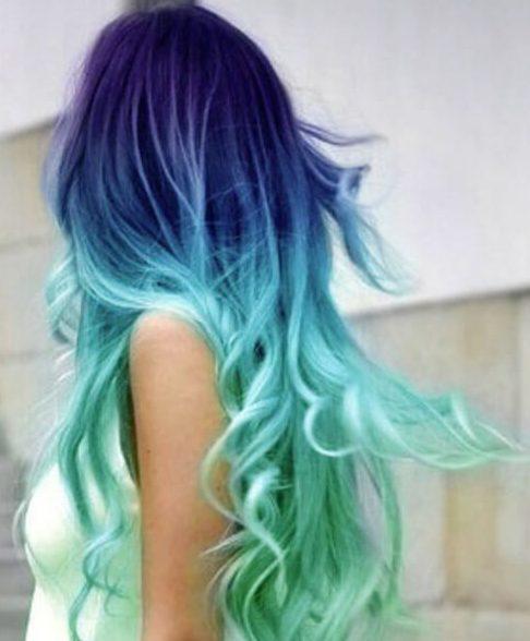 cor de cabelo roxo e verde-azulado