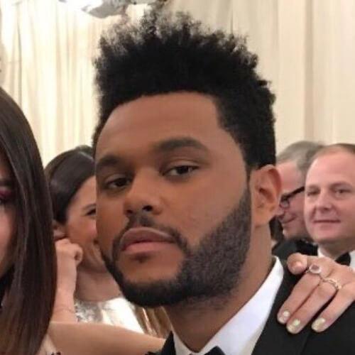 O cabelo Weeknd com Flattop Frizzy