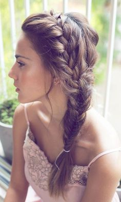 Penteados trançados de verão legal para o baile de finalistas
