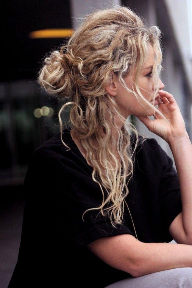 Fabulous 15 maneiras de pentear cabelos encaracolados em tom de moda