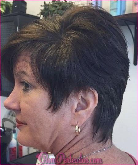15 penteados curtos para mulheres acima de 50 anos