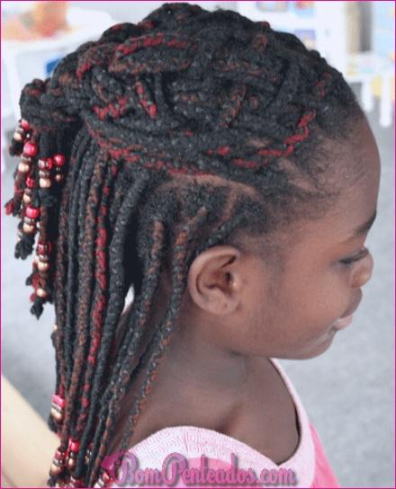 15 cortes de cabelo de crianças negras e penteados