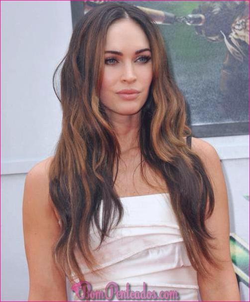 Penteados e cortes de cabelo castanhos compridos diferentes