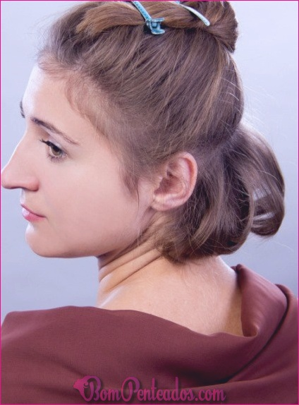 Como penteado encaracolado volumoso para cabelos finos curtos?