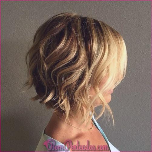 Cortes de cabelo curtos e médios curtos diferentes para cabelos cacheados