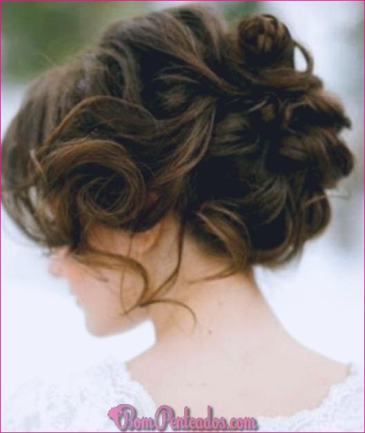 15 requintados Prom Updos para cabelos longos